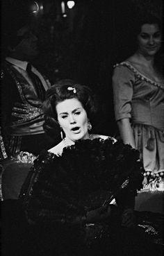 Dame Joan Sutherland in Verdi's La Traviata Coloratura Soprano, Divas, Joan Sutherland, Mahalia Jackson, Maria Callas, Opera Singers, Ballet, Conductors, Female Singers