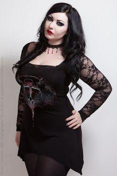 curvy goth
