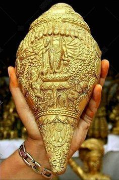 Lord Vishnu as Virat Bhagawan. Usually He wears the conch. Here the conch wears him. Glorious Sculpture of Lord Vishnu on a Brass Conch. Lord Vishnu, Vishnu Mantra, Ufo, Indiana, Shri Yantra, Lakshmi Images, Lord Ganesha Paintings, Krishna Statue, Lord Balaji