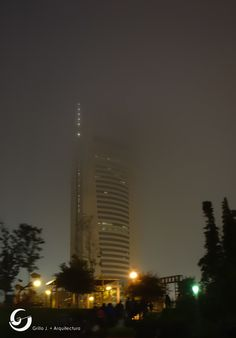 Edificio de oficinas de Gobierno, Monterrey, México. En invierno.