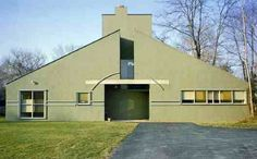 The Vanna Venturi House by architect Robert Venturi was built in Chestnut Hill, Philadelphia, Pennsylvania, United States in Architecture Cool, Classical Architecture, Cultural Architecture, Contemporary Architecture, Vanna Venturi House, Denise Scott Brown, Chestnut Hill, House Plans, House Styles