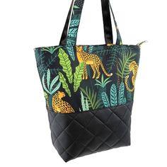 Blog - DIY: Jak uszyć torebkę zamykaną na suwak z listwą Tkaniny Karoliny No Sew Pillow Covers, Outdoor Cushion Covers, Jungle Animals, Leopards, Waterproof Fabric, Pet Beds, Pet Clothes, Animal Design, Printing On Fabric