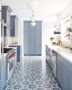 If you love blue kitchens as much as I do, you'll find lots of beautiful kitchen inspiration here, including two-toned kitchens, open shelving, gorgeous pendant lighting and lots of great kitchen design and remodeling ideas. Rustic Kitchen, Kitchen Remodel, Kitchen Design, Kitchen Flooring, Traditional Kitchen, Kitchen Trends, Galley Kitchen, Kitchen Styling, Kitchen Cabinets