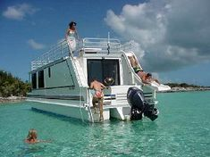 Vacation on a lake in a house boat