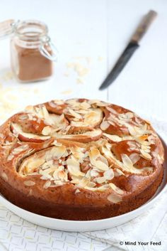 Food Photography: Speculaas yoghurtcake met appel - Mind Your Feed Healthy Cake, Healthy Treats, Healthy Baking, Pear Dessert, Paleo, Gingerbread Cake, Piece Of Cakes, No Bake Desserts, No Bake Cake