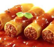 Cannelloni with Minced Meat Cannoli, Mince Recipes, Pasta Recipes, Cookbook Recipes, Cooking Recipes, Greece Food, Greek Cooking, Fast Easy Meals, Mediterranean Recipes