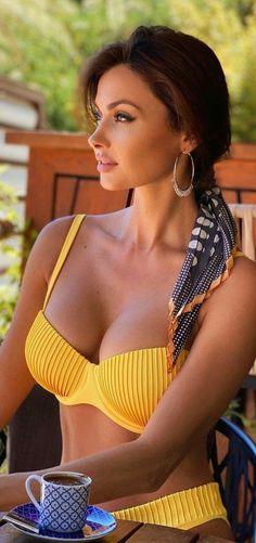Sexy Bikini, Bikini Girls, Femmes Les Plus Sexy, Coffee Girl, Stunning Women, Women Lingerie, Beauty Women, Sexy Women, Swimwear