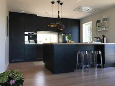 Nydelig høstvær og sola SKINNER☀️ I dag er det dobbel bursdagsfeiring for 2 herlige nevøer Min #charmingsunday @futurenordichome  ________________ #myhome #mitthjem #kitchen #kitcheninspo #kitchendesign #danishdesign #danskdesign #jkedesignas #interior #interiorinspiration #interior2you #interior4all #passion4interior #onlyinterior #dream_interiors #designinterior #homedecor #homestyle #nordiskehjem #scandinaviandesign #instahome #abitohjem #homeiswheretheheartis