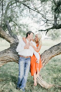 Country lovin': http://www.stylemepretty.com/little-black-book-blog/2015/01/19/texas-family-ranch-engagement-session/   Photography: Feather & Twine - http://featherandtwinephotography.com/