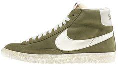 Sneaker di ispirazione basket, le Nike Blazer Mid Vintage sono un classico Nike totalmente rinnovato in stile vintage! Tomaia in pelle con logo in pelle su entrambi i lati. Lettering sul retro. Suola in gomma vulcanizzata.    Prezzo: 100,00€    SHOP ONLINE:  WOMAN http://www.aw-lab.com/shop/new-now/nike-w-blazer-mid-suede-vintage-5037415    MAN http://www.aw-lab.com/shop/new-now/nike-blazer-mid-suede-vintage-8037415