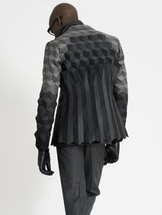 RCA Graduate Collection. [This cut should be raglan, and probably with the dimensional effect on the shoulders also. myb]