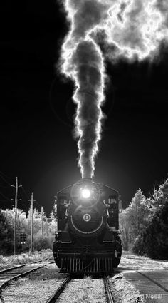 Incredible black-and-white steam locomotive photo Night Circus, Old Trains, Steam Engine, Steam Locomotive, Train Tracks, Black And White Pictures, Belle Photo, Great Photos, Black And White Photography