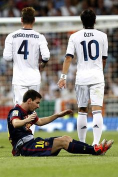 """Messi """"Why do I ALWAYS get sandwiched between these two?!?!"""""""