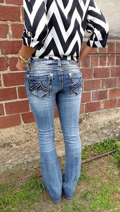 Classic miss me jeans paired with a loose chevron black and white shirt, Love Country Girl Style, Country Fashion, Cute Jeans, Girl Fashion, Womens Fashion, Miss Me Jeans, Swagg, My Outfit, Passion For Fashion