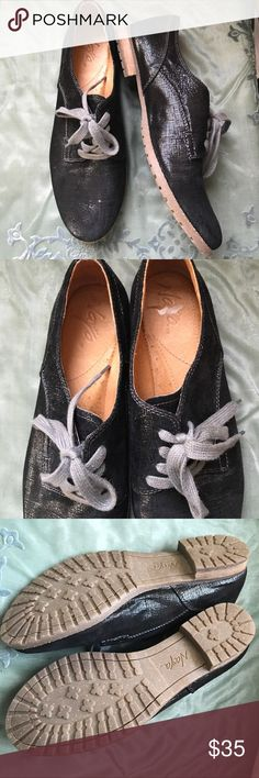 Naya naturalizer shiny black comfort oxfords 39 Chic and comfortable black oxford's with gray laces. Leather upper. Man-made sole. Tiber. I wear an 8 1/2 and these fit snugly but comfortably without socks. They would very easily fit an eight. Naya Shoes Flats & Loafers
