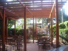 Pergolado de madeira - #cobrire #pérgola #pergolado #deck #caramanchão #gourmet #palha #bambu #madeira #design #arquitetura #paisagismo #decoração #decor #architecture #archilovers #architect #wood #landscape #outdoors #style #life #lifestyle #sun #summer #arq #restaurante #nature