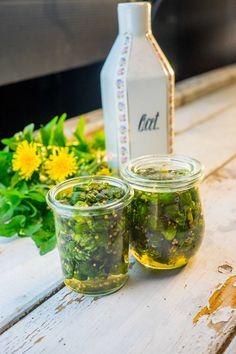 Pampeliškové kapary Greens Recipe, Fresh Green, Korn, Drinks, Bottle, Ale, Drinking, Beverages, Flask