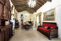 Maison à Samatzai, Italie. Samasdea is an ancient manor house in the heart of Samatzai, a nice town situated at the edge of the Campidanese plain at 30 kilometers from Cagliari ( 30 minutes from the sea and the white beach)4 bedrooms, 2 living rooms, 2 bathrooms, a study an...
