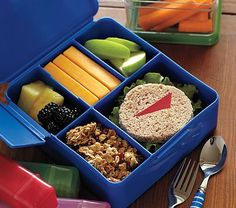 Spencer Bento Boxes: Kidsize! Available in blue or pink. $14