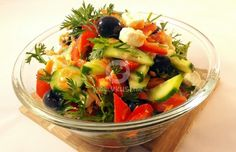 Какво ще кажете да съберем малко витамини за предстоящите студени дни? Приготвили сме ви една свежа, пъстра и здравословна салата за есенните дни. Cobb Salad, Food, Eten, Meals, Diet