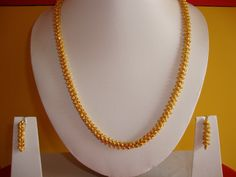 Here is a simple one gram gold jewelry chain design. The chain has matching earrings. Simple, yet elegant design. Gold Chain Design, Gold Bangles Design, Gold Earrings Designs, Gold Jewellery Design, Necklace Designs, Handmade Jewellery, Resin Jewellery, Gold Designs, Cartier Jewelry