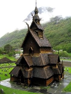 church of Borgund (Alesund city, western Norway). it was build in early century. this is the best preserved among 28 existantial stave church (nhà thờ bậc thang) in Norway. it's a Christian church and a Viking architecture Places Around The World, Oh The Places You'll Go, Around The Worlds, Beautiful World, Beautiful Places, Amazing Places, Amazing Things, Beautiful Norway, Wonderful Places