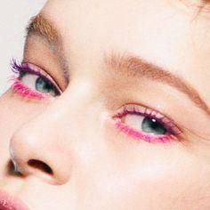 個性を物語るPINK × PURPLEの目もとで、夏を呼び込んで。|ビューティトレンド(コスメ・メイク)|VOGUE JAPAN
