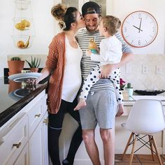 Pregnancy Everything You Need To Know - How to get Pregnant Cute Family, Baby Family, Family Goals, Baby Pictures, Baby Photos, Family Photos, How To Pose, Pregnancy Photos, Baby Fever