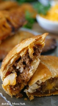 Cheesy Ground Beef Empanadas are loaded with cheese, deliciously seasoned meat in a flaky crust. Cheesy Ground Beef Empanadas are loaded with cheese, deliciously seasoned meat in a flaky crust. Beef Recipes For Dinner, Ground Beef Recipes, Cooking Recipes, Mince Recipes, Easy Recipes, Beef Empanadas, Empanadas Recipe, Mexican Dishes, Mexican Food Recipes