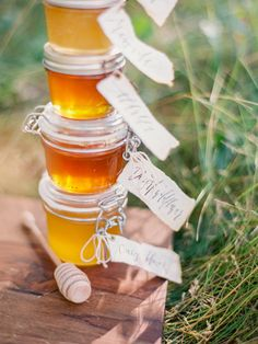 This Fall Honey Wedding Inspiration from Posies Florals and Daniel Kim Photography features shades of yellow, peach, amber and burgundy. Honey Favors, Honey Wedding Favors, Elegant Wedding Favors, Rustic Weddings, Wedding Favours Bridesmaids, Bridesmaids And Groomsmen, Wedding Shot List, Last Minute Wedding, Sage Wedding