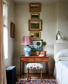 A nicely decorated bedside table can make all the difference. | Photo: @stephenkentjohnson; Design: @calhounsumrall #interiordesign #instahome #instadecor