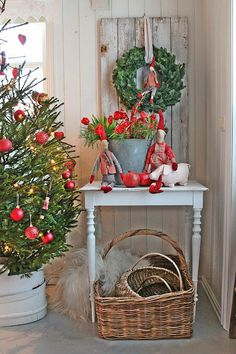 Christmas Decor Ideas to inspire yourself . Swedish Christmas, Noel Christmas, Scandinavian Christmas, Country Christmas, All Things Christmas, Winter Christmas, Vintage Christmas, Christmas Crafts, Vibeke Design