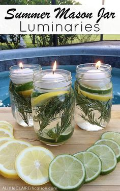 DIY this effective and beautiful bug-repelling CANDLES using a mason jar, essential oils, fresh herbs, and sliced citrus!