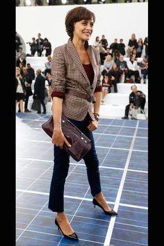 Ines de la Fressange en veste en tweed chez Chanel en 2012 - EN IMAGES. Inès de la Fressange lumineuse en Chanel sur la Croisette - L'EXPRES...