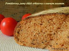 Pomidorowy, jasny chleb orkiszowy z czarnym sezamem