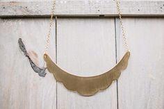 Gargantilla Petal, colección Wild. Petal Necklace. Scalloped edge necklace. Scallop brass necklace. Bib petal necklace. Girl, woman, necklace.  ladyselvashop@gmail.com