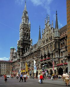 Marienplatz - Munich's most famous square - Enjoy Beer & Brats and watch the Glockenspiel
