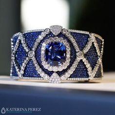 Masterpiece bracelet with an impressive sapphire and diamonds by Miseno