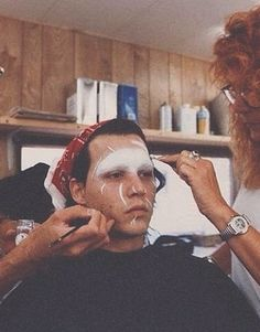 Maquillage de Edward aux mains d'argent