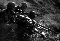 German MG42 crew