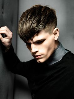 Men's Hairstyle Gallery showcasing photos of the latest haircuts for men. Perfect for inspiration or new hairstyle ideas, and you can print all our hairstyle photos to take to your stylist. Top Hairstyles For Men, Undercut Hairstyles, Fringe Hairstyles, Haircuts For Men, Cool Hairstyles, Latest Haircut For Men, Short Hair Cuts, Short Hair Styles, Long Hair On Top