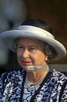 Queen Elizabeth II Visits Canada On August 1994 - In Yellowknife (Northwest) (Photo by Alain BUU/Gamma-Rapho via Getty Images) Elizabeth Philip, Miss Elizabeth, Princess Elizabeth, Princess Kate, Queen Elizabeth Ii, Hm The Queen, Royal Queen, Her Majesty The Queen, Save The Queen