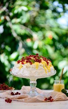 Beza Cytrynowe Słoneczko Kremem i Owocami Maila, Polish Recipes, Lemon Curd, Pavlova, Oreo, Cake Recipes, Deserts, Food And Drink, Cooking Recipes