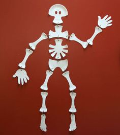 Paper Plate Skeleton - Could be fun to teach the basics of the human skeleton.