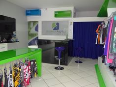 Loja projetada pelo design Sandro, localizada na Av. Mato Grosso - Tangara da Serra-MT. Fabricada em MDF branco comum com pintura laqueada verde e azul.