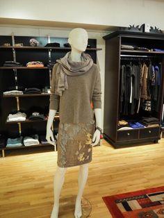 Streich- Paillettenrock, Pullover aus Schurwolle, Schal von Luisa Cerano #luisacerano #outfit #itsfashion Pullover, Sweaters, Outfits, Dresses, Fashion, Fall Winter, Vestidos, Moda, Suits