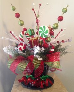 TOP HAT - Festive Holiday Tabletop Arrangement - Christmas Centerpiece