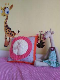 Decora la habitación de tus hijos. Cojin desde 20€ y muñeca 30€.