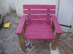 Pallet chair: 2 pallets, picket fencing…and screws…