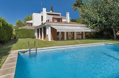 #mallorca #pool #realestate Beauty pool in Palma de mallorca. REF 36813  Detached house on 1.000 m2 plot with swimming pool in Palma  http://www.balearinvestluxury.com/en/property/chalet-unifamiliar-en-solar-de-1-000-m2-aprox-con-piscina-en-zona-privilegiada-/ref/36813